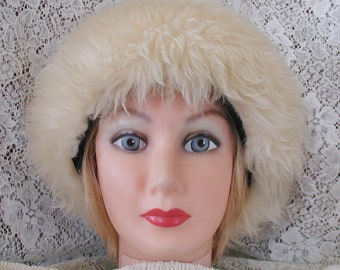 Lamb Fur Hat in Blonde Fur.....Vintage Fur Hat in Blonde Lamb Fur