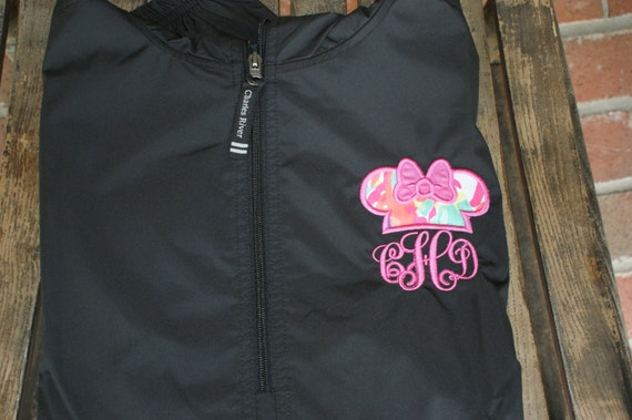 Lilly and the mouse in a light weight pack-n-go pullover Ixpnnp