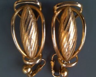 Goldtone vintage 1950s Earrings..very detailed..clip backs
