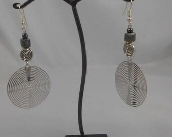 Square ceramic bead earrings 7 mm + 4mm hematite