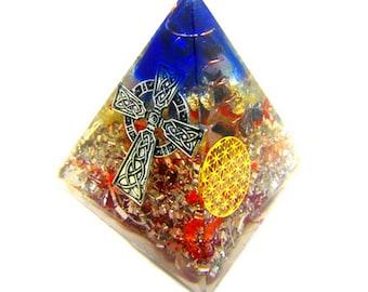 Orgone pyramide énergétique Croix Celte et Fleur de vie