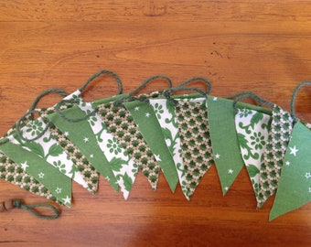 Mini Bunting Green multi stars