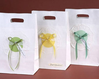 Kraft Welcome Bags with a Thank You Tag, Wedding Favors, Bow & Doily Decor, Personalized Paper Bags, Gifts Favors, Welcome Gift Packaging