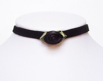 Gothic choker with a Black rose - Velvet AMELIA victorian choker