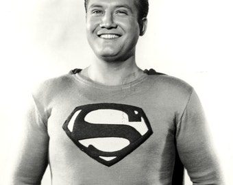 "George Reeves in the TV Series ""Adventures of Superman"" - 5X7 or 8X10 Publicity Photo (DA-444)"