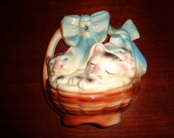 Vintage Pottery 3 Little Kittens in Basket Wall pocket Cats Felines Blue Bow