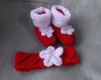 CHRISTMAS RED and WHITE Slippers Bootees and Headband. Baby Christmas Gift. Baby Girl Gift. Baby Shower Gift. Hand Knitted. Birth - 6 Months