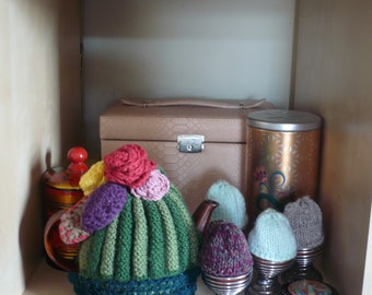 Breakfast Set of 4 Egg Cosies and 1 Shabby Chic Tea Cozy, Hand Knitted