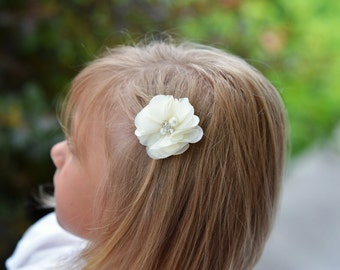 ivory hair clips, ivory bows, piggy tail hair clips, flower girl hair accessories, baby hair clips, pony tail hair clip, girl birthday gift