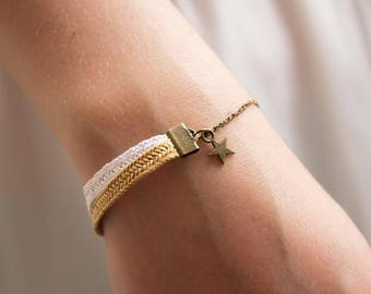 Natural straw bracelet and its star.