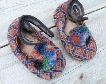 Vintage Antique 1930/1950 felt & rubber slippers with pompoms shoes size 6.5