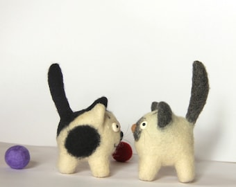 Needle Felted Cat /woolen kitty/ needle felted toy / cute desk accessories / miniature cat