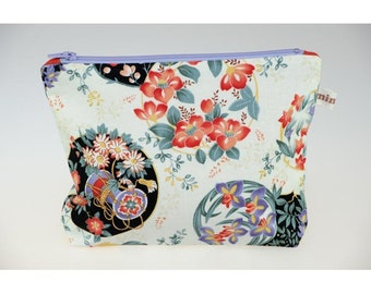 Cotton with circles of flowers pouch, lined cotton.