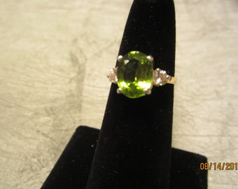 Beautiful 100% Natural Oval Peridot Accented Ring Size 7