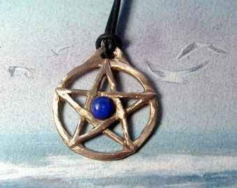 Unisex Wicca/gothic style positiv pentagram pendant handmade in goldcolour or silvercolour bronze or in copper+ 1 stone on a  black leather