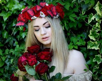 Roter samt rose Schmetterling Blumengirlande, Blumenkranz, Hochzeit Kopfschmuck, Natur inspiriert, Jahrgang inspiriert, rustikale Rose, Liebe.