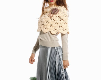 Hand crochet capelet in peach color . Hand crochet shrug.Woman fashion pastel Capelet. Winter fashion