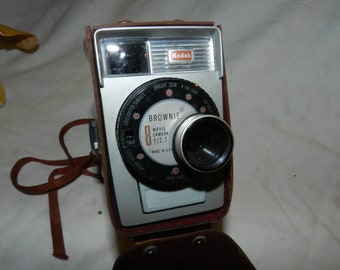 Kodak Brownie 8mm Movie Camera with Leather Field Case                                                        ---   K2-R3