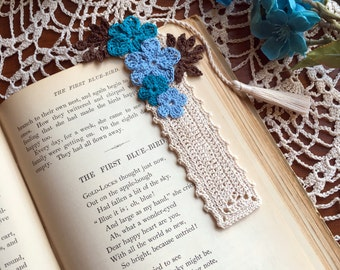 Crochet  floral bookmark, ecru with blue flowers, unique book lover gift