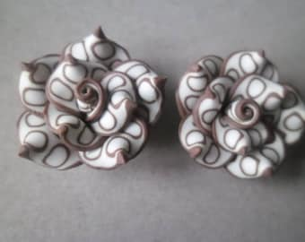 x 2 white rose flowers 25 polymer clay Brown pattern x 14 mm