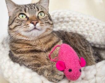 Catnip Toy. Catnip Mouse. Pink Cat Toy. Valentine gift. Organic Cat Toy. Hot Pink Mouse. Organic Catnip. Wool Felt. Cat Toy. Felt Mouse