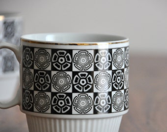 Vintage Coffee Cups - Gold and Black Pattern Graphic