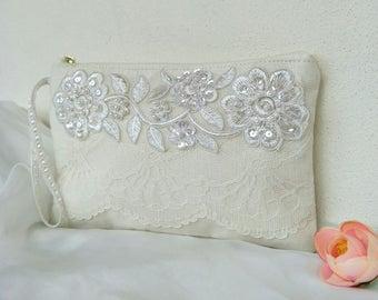 Last one sale/bridal clutch-Ivory Linen/Elegant Bridal bag /lace wedding purse/for her/ Bridesmaids gift/bridal clutch/wedding clutch