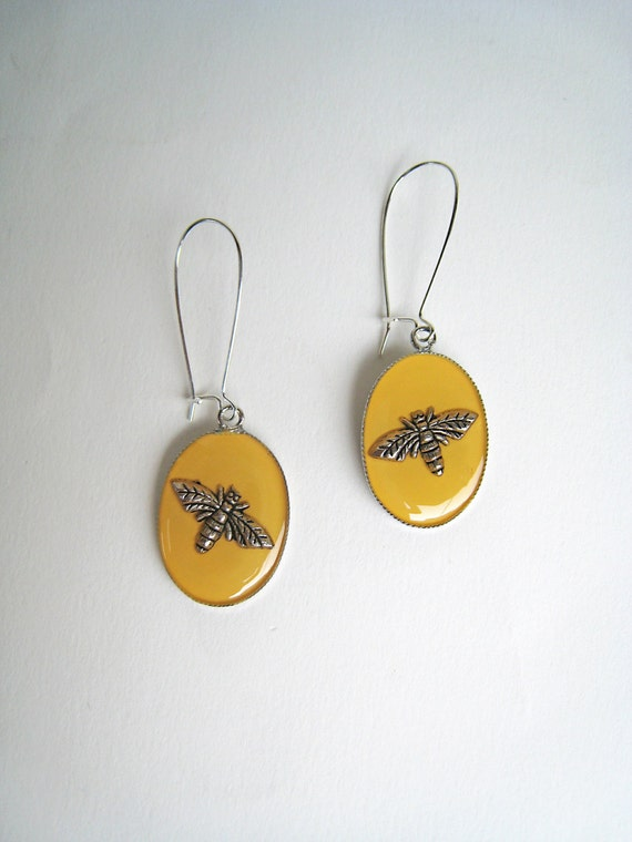 Bee Earrings, yellow earrings, yellow resin earrings, boho chic jewelry, long earrings, animal nature insect jewelry, lightweight earrings