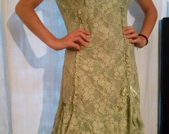Mid long dress with lace green strap