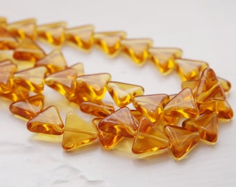 10pcs Czech Glass Triangle -Topaz 11x13mm (PG32304)