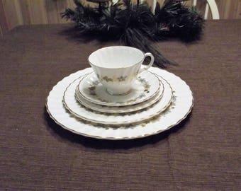 Vintage Royal Doulton *-* PIEDMONT *-* 5 Piece Place Setting - MINT
