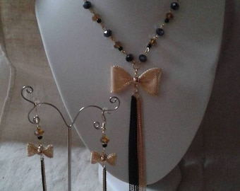 """set """"gold bow and pearls"""""""