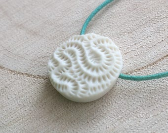Korallen-Dot-Porzellan-Anhänger