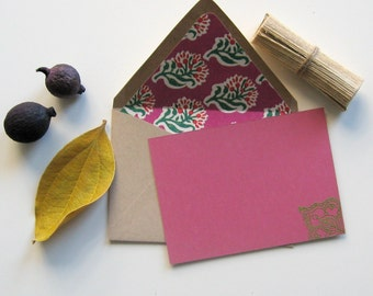 FIESTA FLORAL CARDS - 4 pinkish red flat cards with green leaf motif and hand lined floral motif envelopes in natural with green and pink