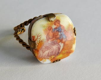 Porcelain Courting Couple Ring