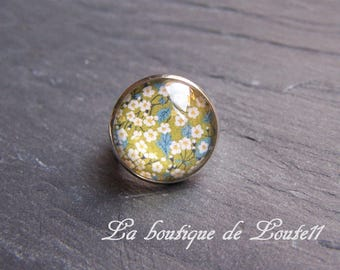 Silver plated picture ring Liberty white flower on a green background