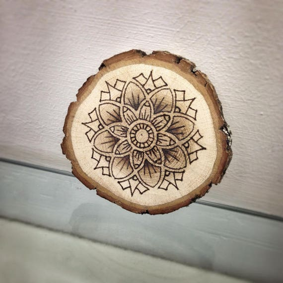 spesso Mandala Disegno fatto a mano su Legno Pirografia Bruciatura AV59
