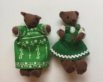 Green Bear Couple
