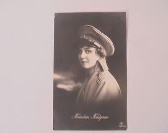 Vintage deutsche Postkarte - Fräulein Feldgrau - 1915