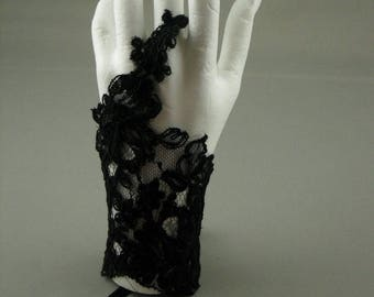 A black color for the bride lace glove. Black Lace