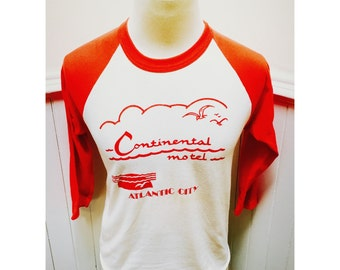 Vintage 1980s Red & White Continental Motel Jersey Shore Atlantic City 3/4 Sleeve TShirt- M