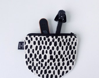 Zipperpouch with black & white print