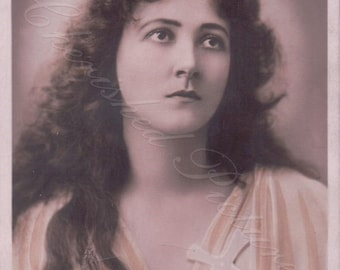 Miss Maud Jeffries Was an American Actress.  Postcard Portrait . Postcard Posted. 1900's
