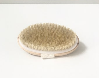 Dry Brush : handheld | wood | synthetic bristle | improve circulation | reduce cellulite | exfoliation | natural skin care | organic | vegan