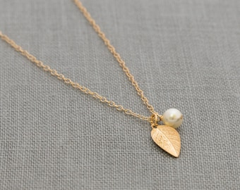 Fall Leaf Necklace Set of 7, Gold Bridesmaid Jewelry, Pearl & Gold Leaf Necklaces, Fall Bridal Party Gifts
