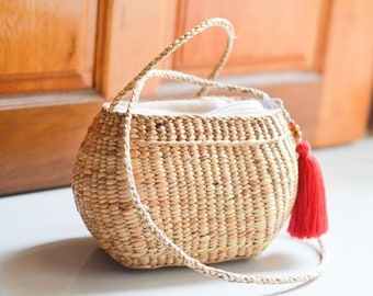 Straw bag seagrass crossbody bag weaving boho bag with knitting straw strap handmade bag from the north of Thailand