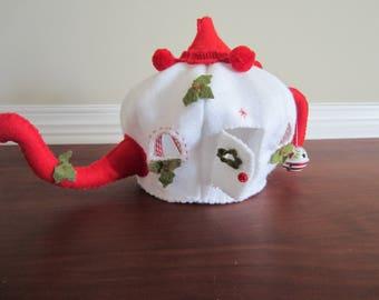felt christmas teapot with mouse, felt teapot, christmas decor, nursery decor, imaginary play