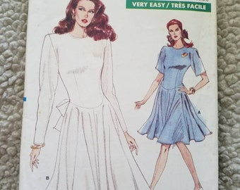 Vintage Vogue Very Easy Very Vogue 7182 Misses'/Petite Dress, Fitted Bodice, Flared Skirt, Back Zipper. Size 6-8-10