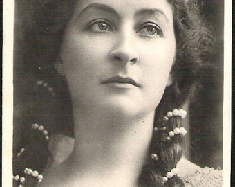 ANTIQUE FRENCH THEATRE artist Mlle Taines with pearl crown Rppc Photograph unused artistic Post Card