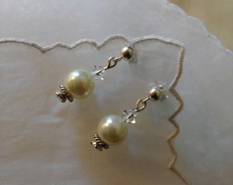 PROFESSIONAL ELEGANCE Swarovski Clear Crystals and White Glass Pearls